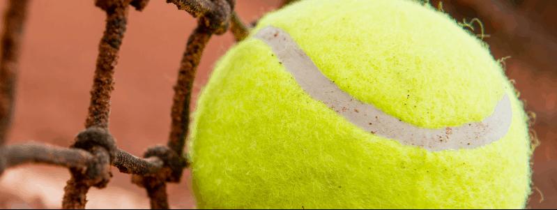 Image rapprochée d'une balle de tennis