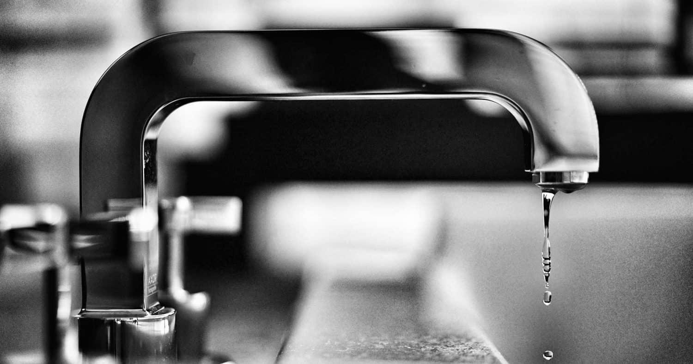 Robinet avec goute en noir et blanc